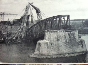 Destroyed railwaybridge near Zaltbommel, 1945