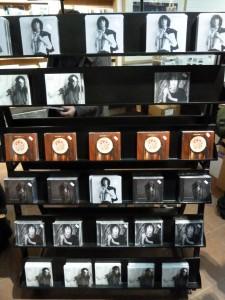 CD's van Patti Smith in de hal van het Snape Music Center