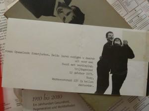 Uitnodiging voor het feest ter viering van Oek de Jongs roman 'Opwaaiende zomerjurken', Meulenhoff 1979.