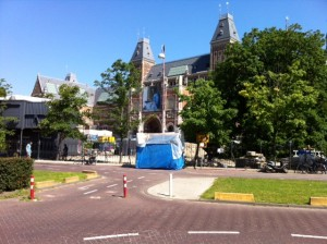 Het Rijksmuseum gezien vanuit de directievilla. Amsterdam, 26 juli 2012.