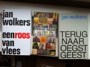 Twee Wolkers-herdrukken uit 2005 en Peter van Zonneveld's 'Terug naar Leiden en Oegstgeest - fietsen en wandelen met Jan Wolkers'