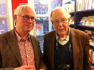 Reinjan Mulder en Eddy Posthuma de Boer bij de presentatie van het Gerard Reve fotoboek in de Athenaeum Boekhandel, 26 februari 2015