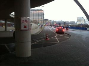 Bromfietsers naar de rijweg